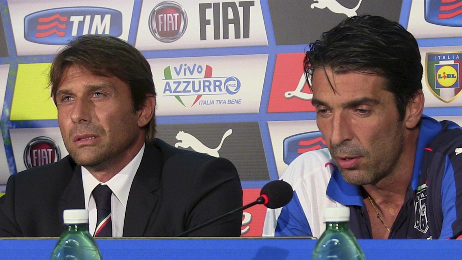 Italy's goalkeeper Gianluigi Buffon (R) talks during a news conference, with his coach Antonio Conte, before the Euro 2016 qualifying match against Bulgaria in Palermo, Italy