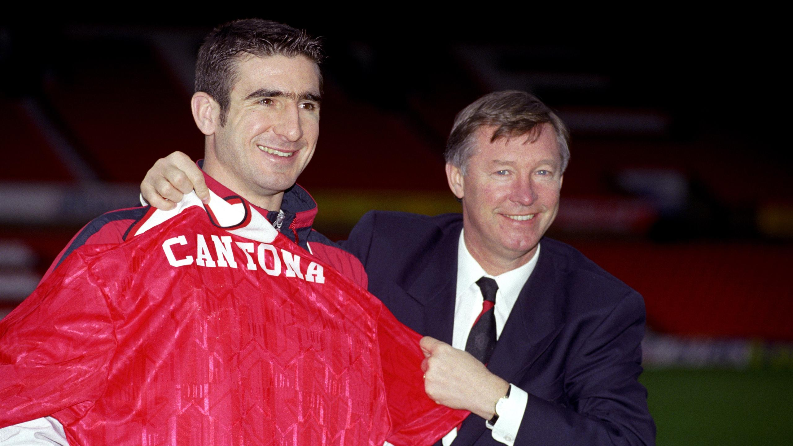 Eric Cantona poses with Alex Ferguson after signing for Manchester United