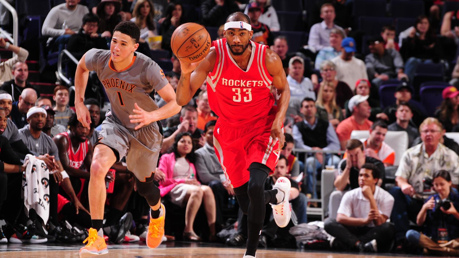 Corey Brewer #33 of the Houston Rockets brings the ball up court against the Phoenix Suns