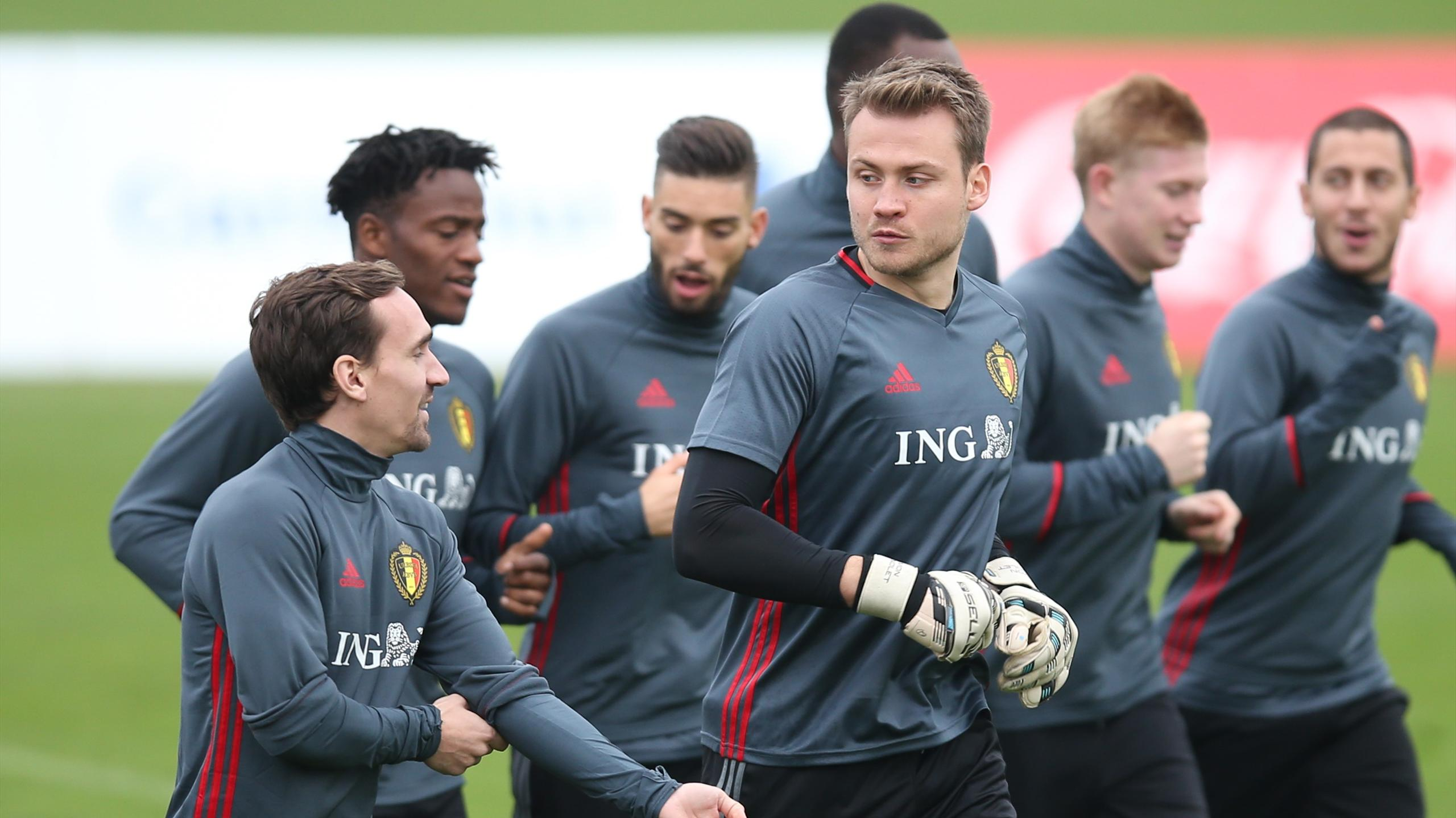 Belgium's national team midfielder Sven Kums (L) and goalkeeper Simon Mignolet (C) take part in a training sesion of the Red Devils