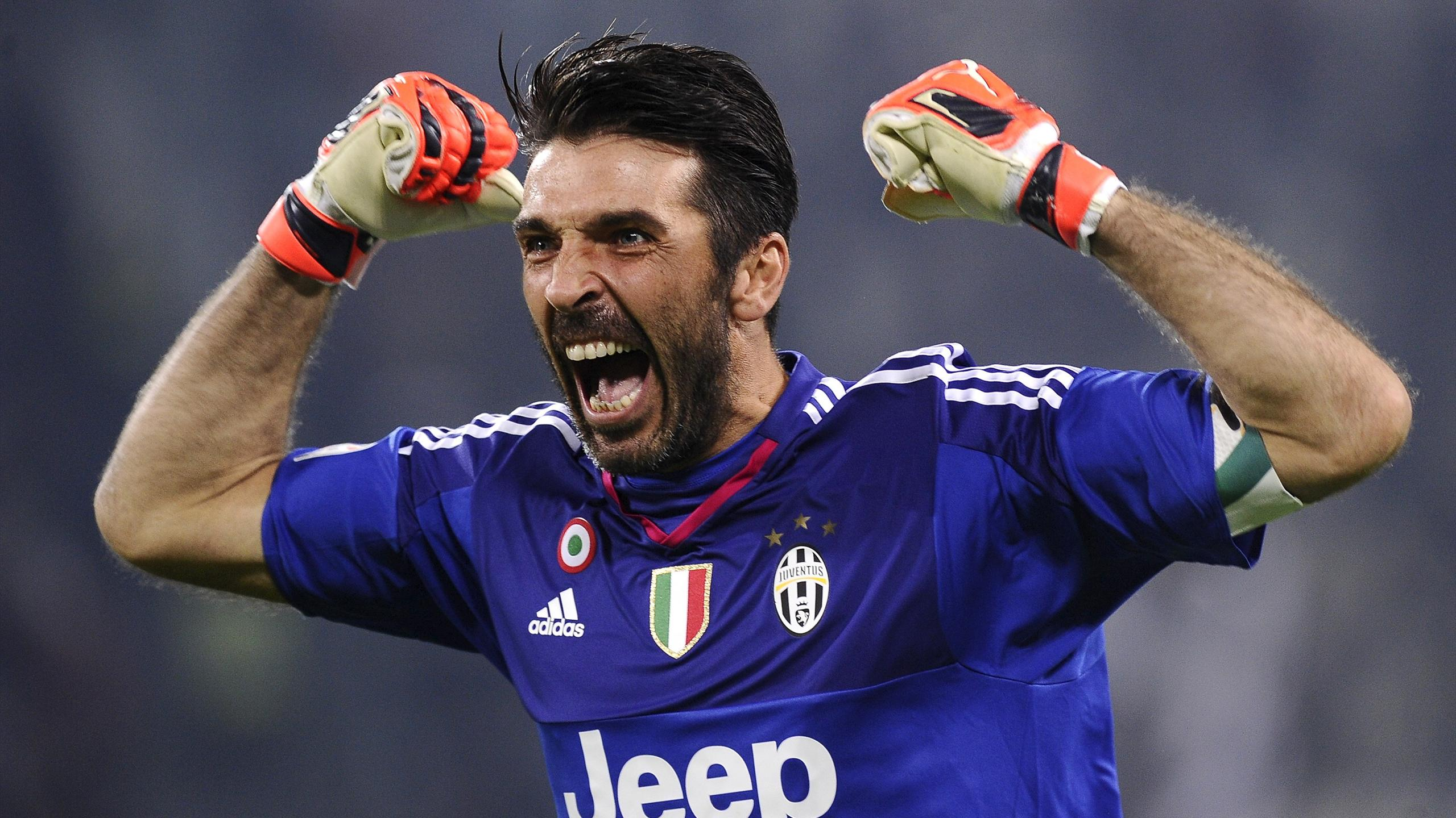 Juventus goalkeeper Gianluigi Buffon celebrates going 973 minutes without conceding in Serie A