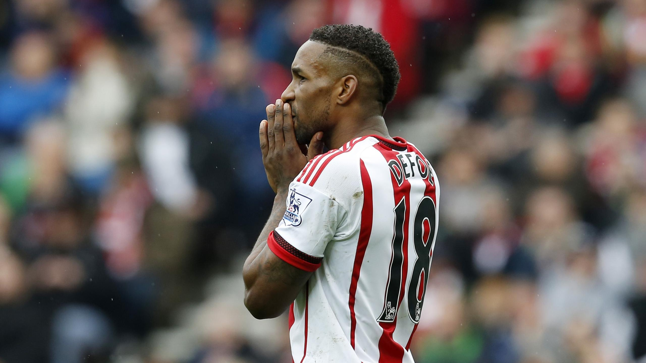 Sunderland's Jermain Defoe looks dejected