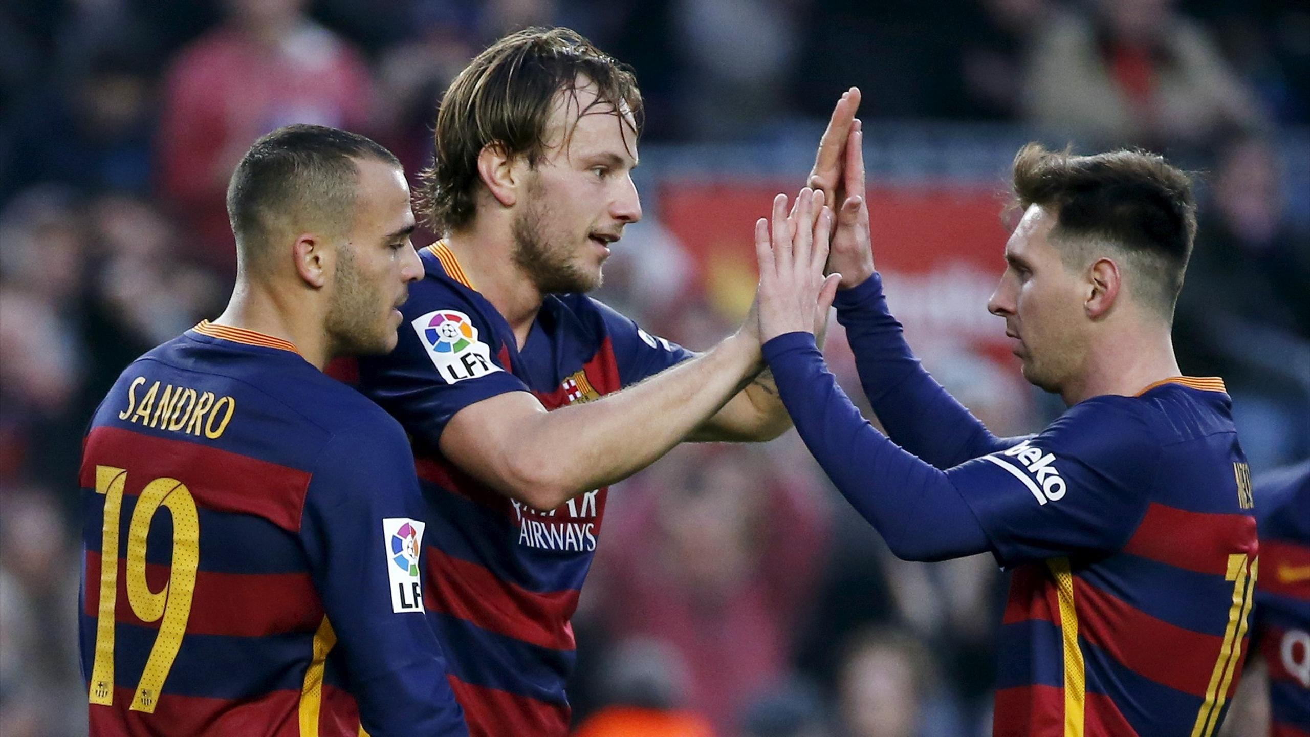 Barcelona's Ivan Rakitic celebrates scoring with his team mates Lionel Messi (R) and Sandro Ramirez (L)