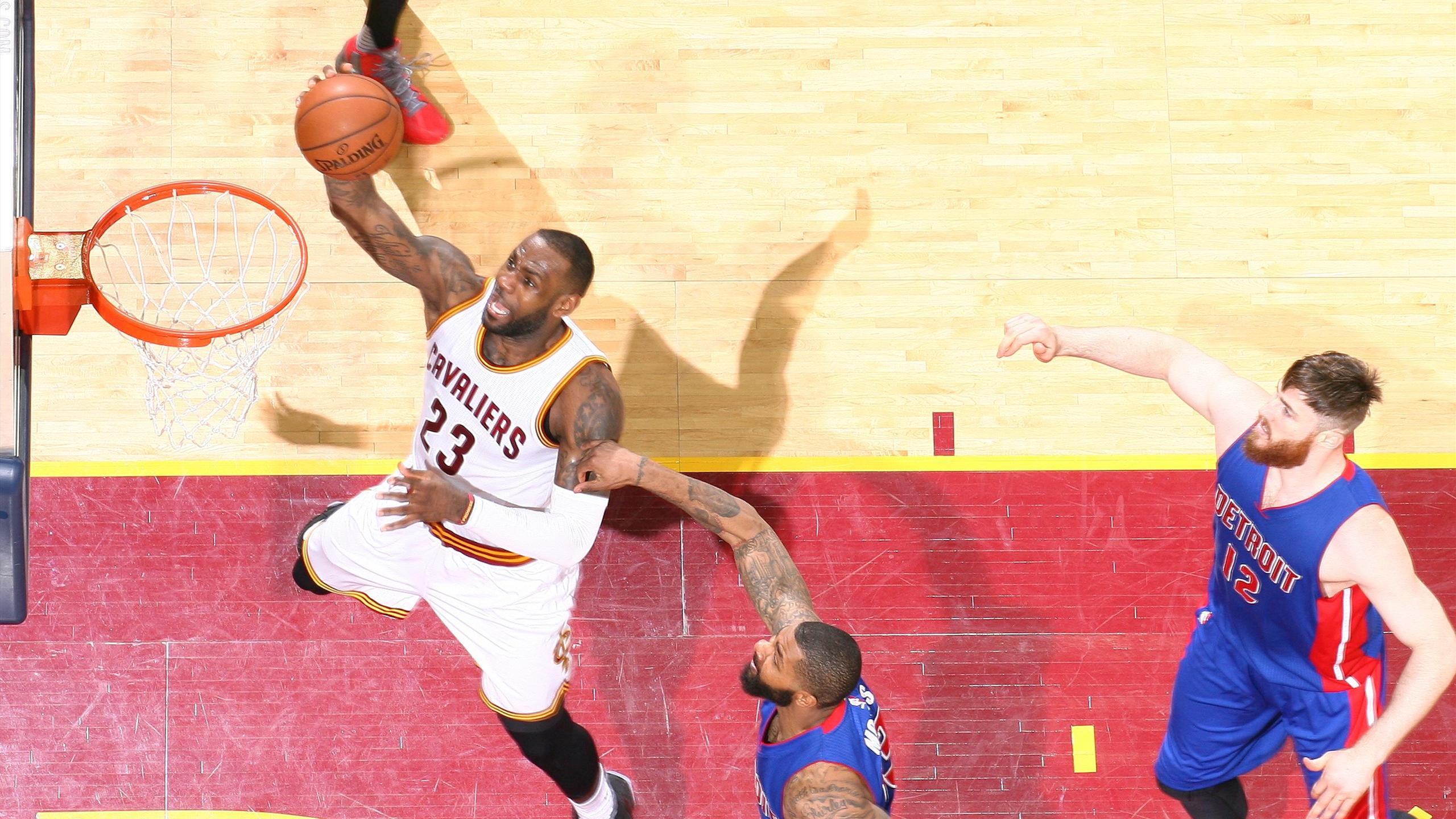 LeBron James lors de Cleveland - Detroit en playoffs NBA le 20 avril 2016