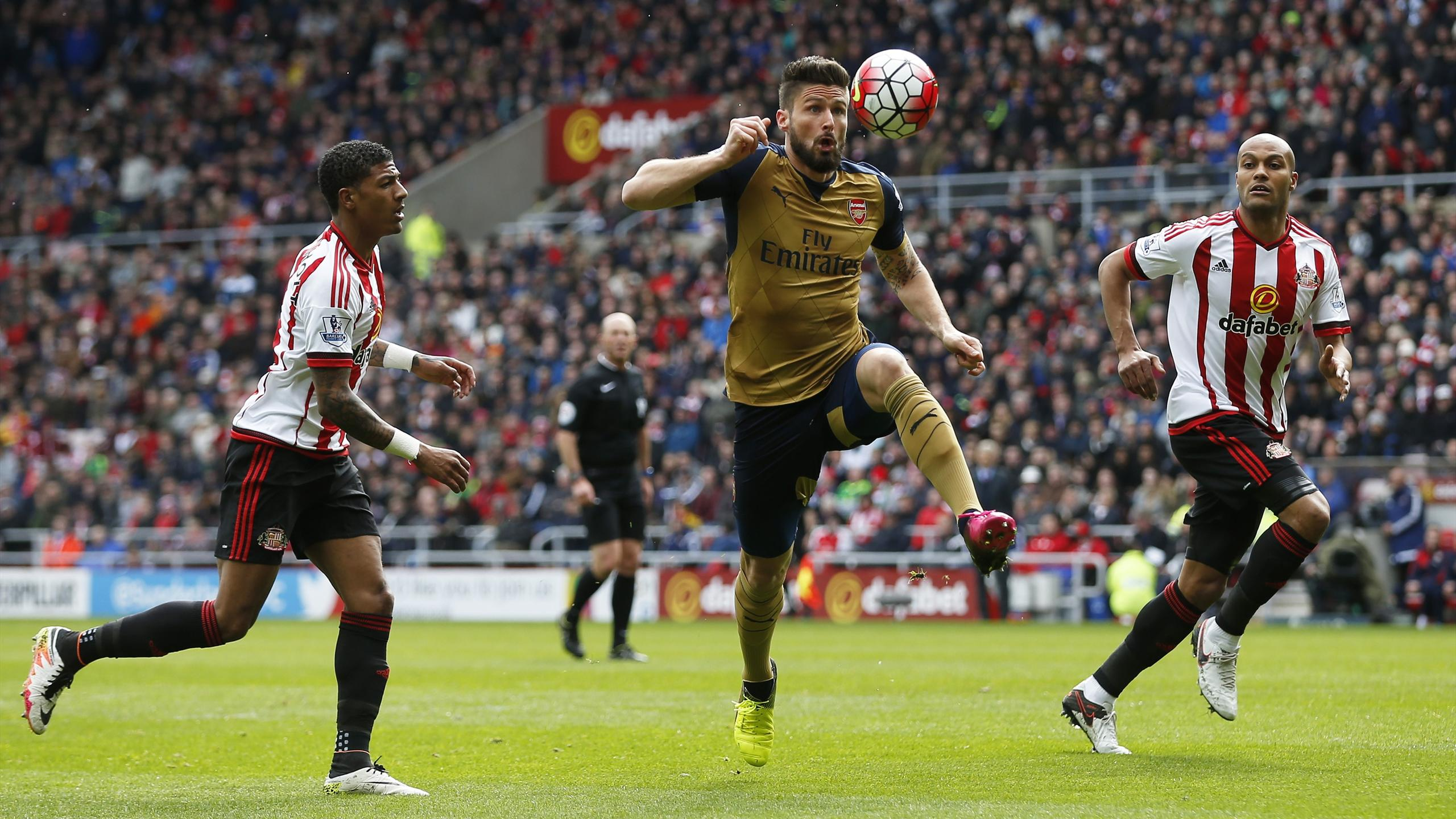 Arsenal's Olivier Giroud in action with Sunderland's Patrick van Aanholt and Younes Kaboul