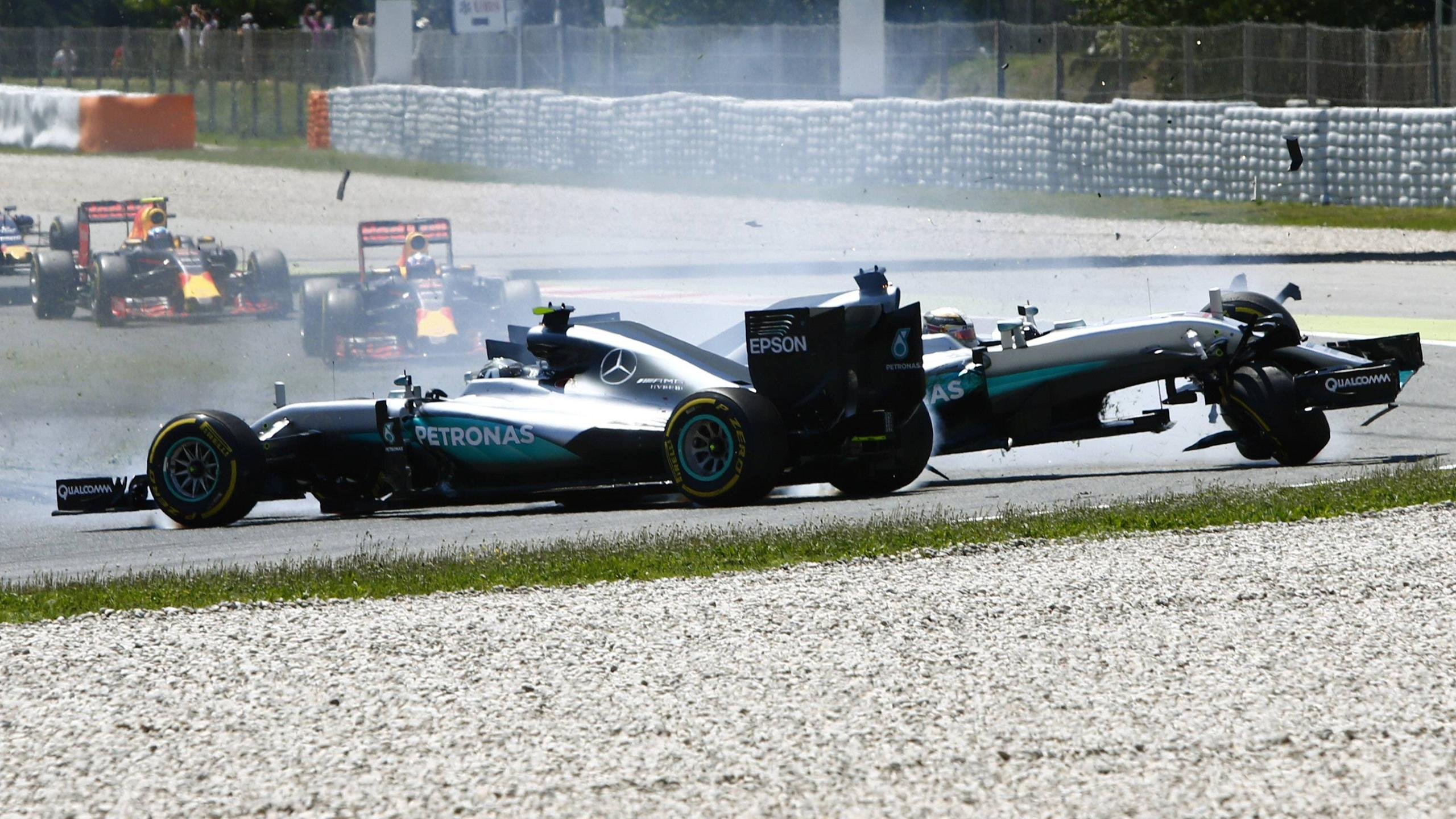 Mercedes: Nico Rosberg, Lewis Hamilton - Crash GP Spain 2016