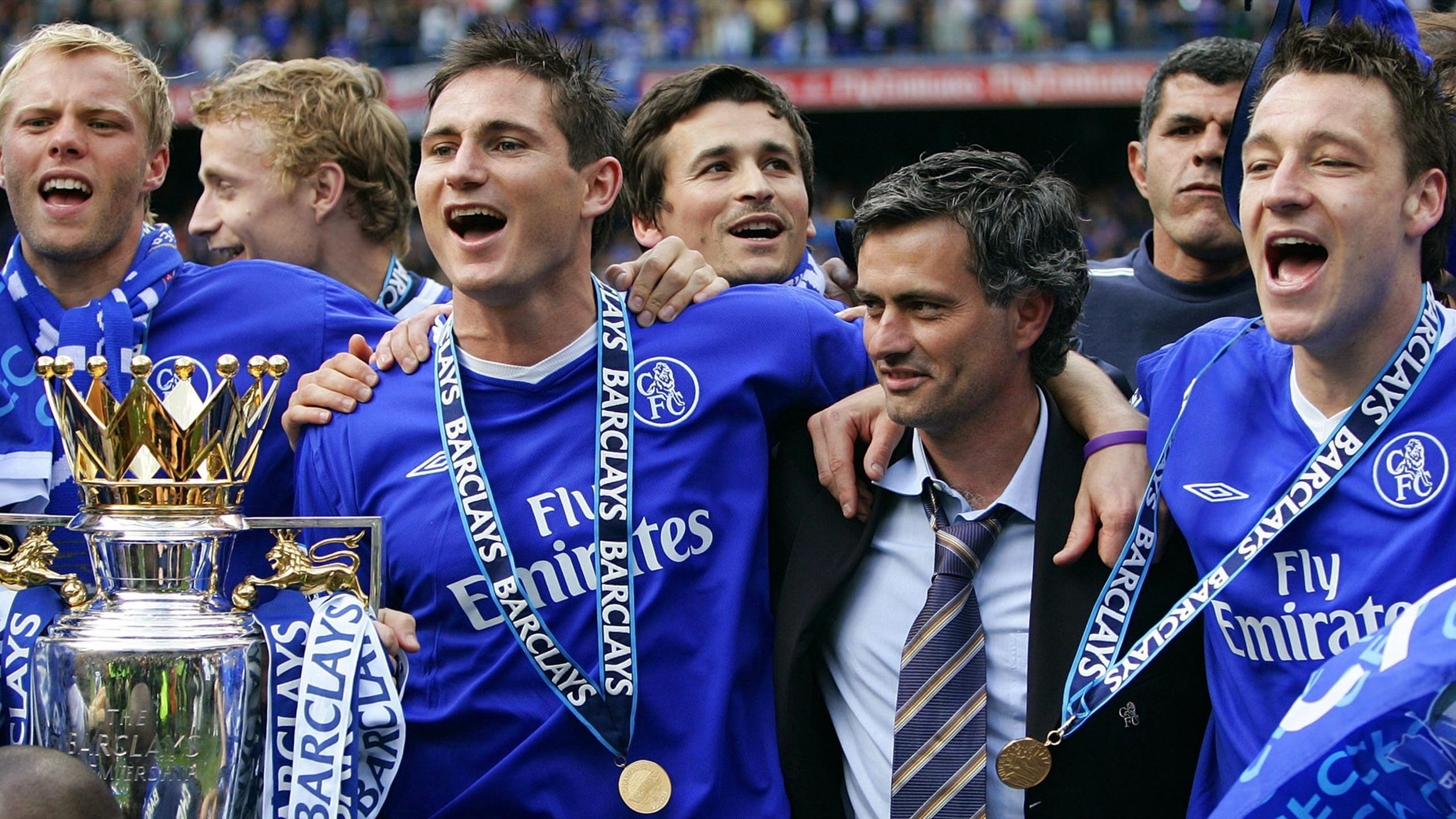 Chelsea manager Mourinho lifts the English Premier League soccer trophy with Gudjohnson, Lampard and Terry at Stamford Bridge