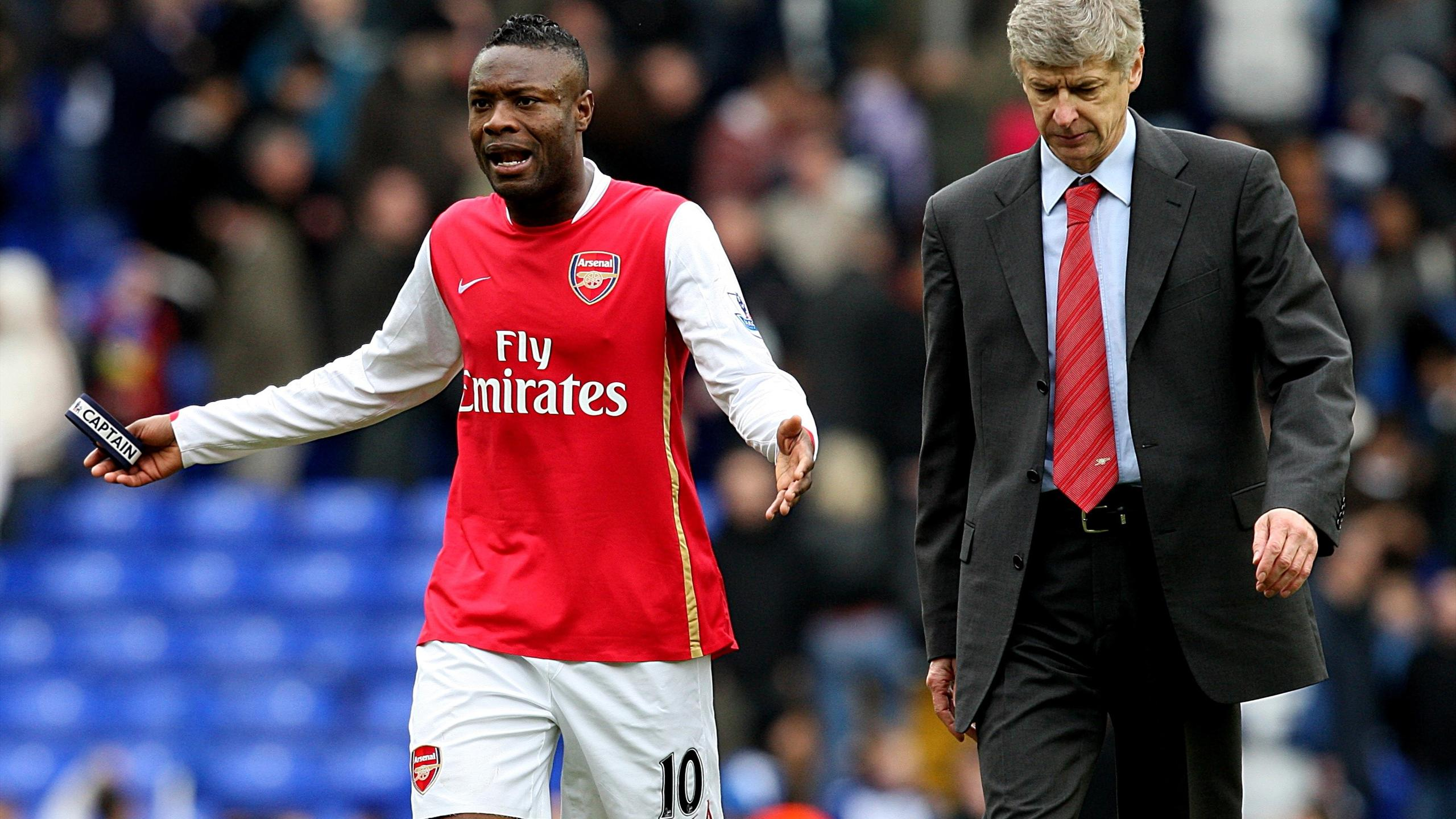 Arsenal manager Arsene Wenger and William Gallas walk off dejected