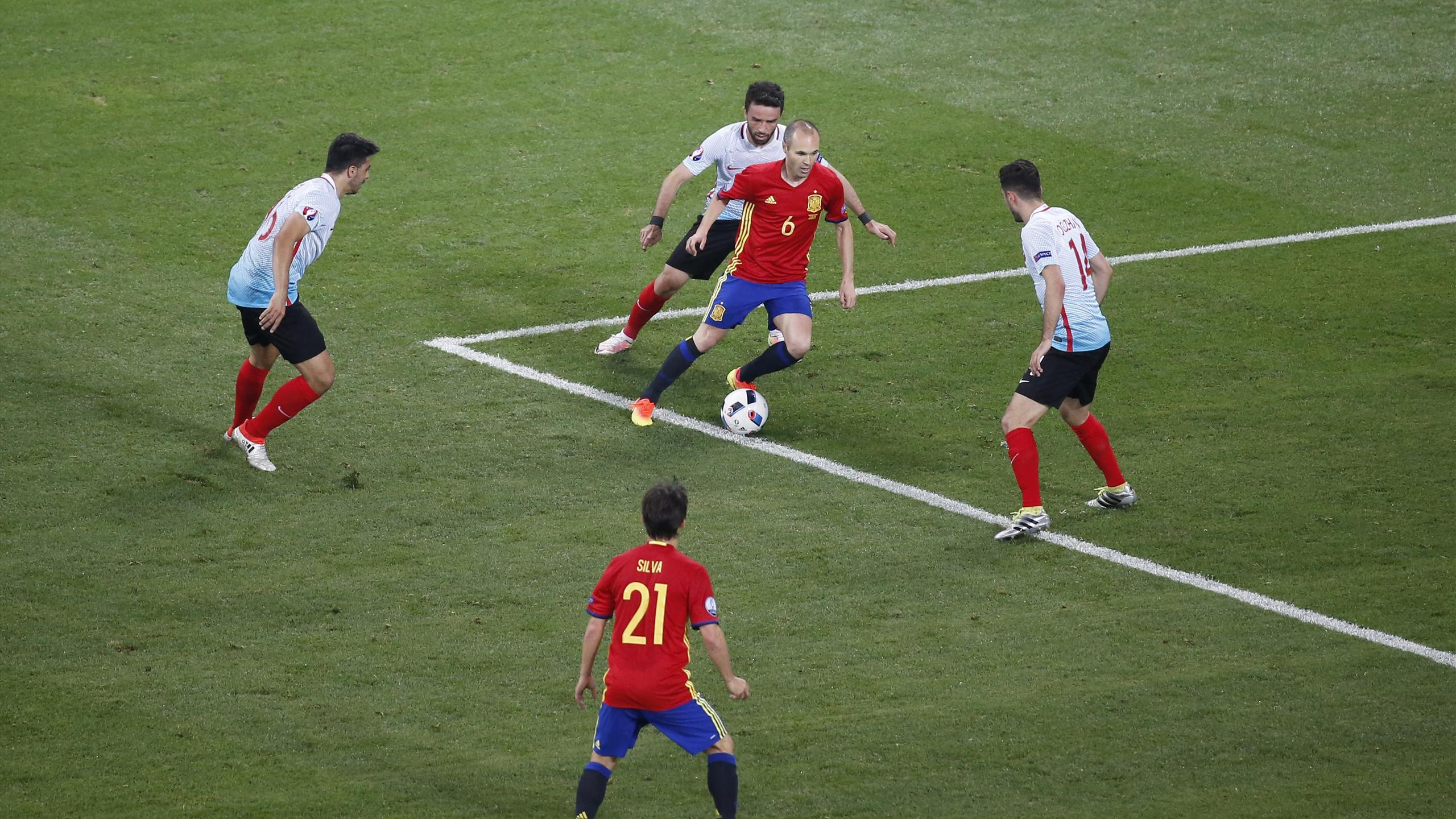 Spain's Andres Iniesta in action with Turkey's Oguzhan Ozyakup, Gokhan Gonul and Ozan Tufan