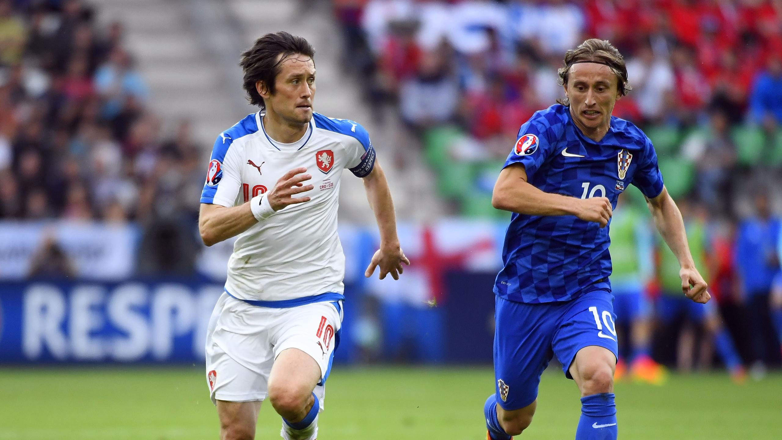 Czech Republic's midfielder Tomas Rosicky (L) vies for the ball against Croatia's midfielder Luka Modric