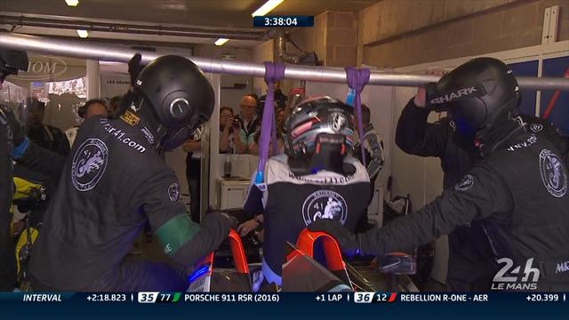 Quadruple amputee Sausset hoisted into his Le Mans car