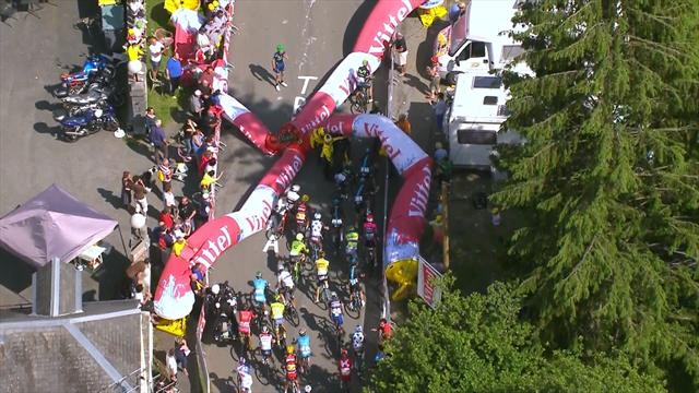 Flamme rouge collapses at Tour, causes chaos