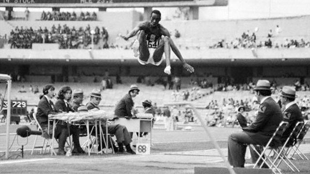 video jeux olympiques le jour o bob beamon a explos le record du monde du saut en. Black Bedroom Furniture Sets. Home Design Ideas