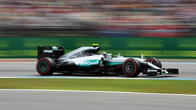 gp d 39 allemagne nico rosberg mercedes en pole position devant lewis hamilton grand prix d. Black Bedroom Furniture Sets. Home Design Ideas