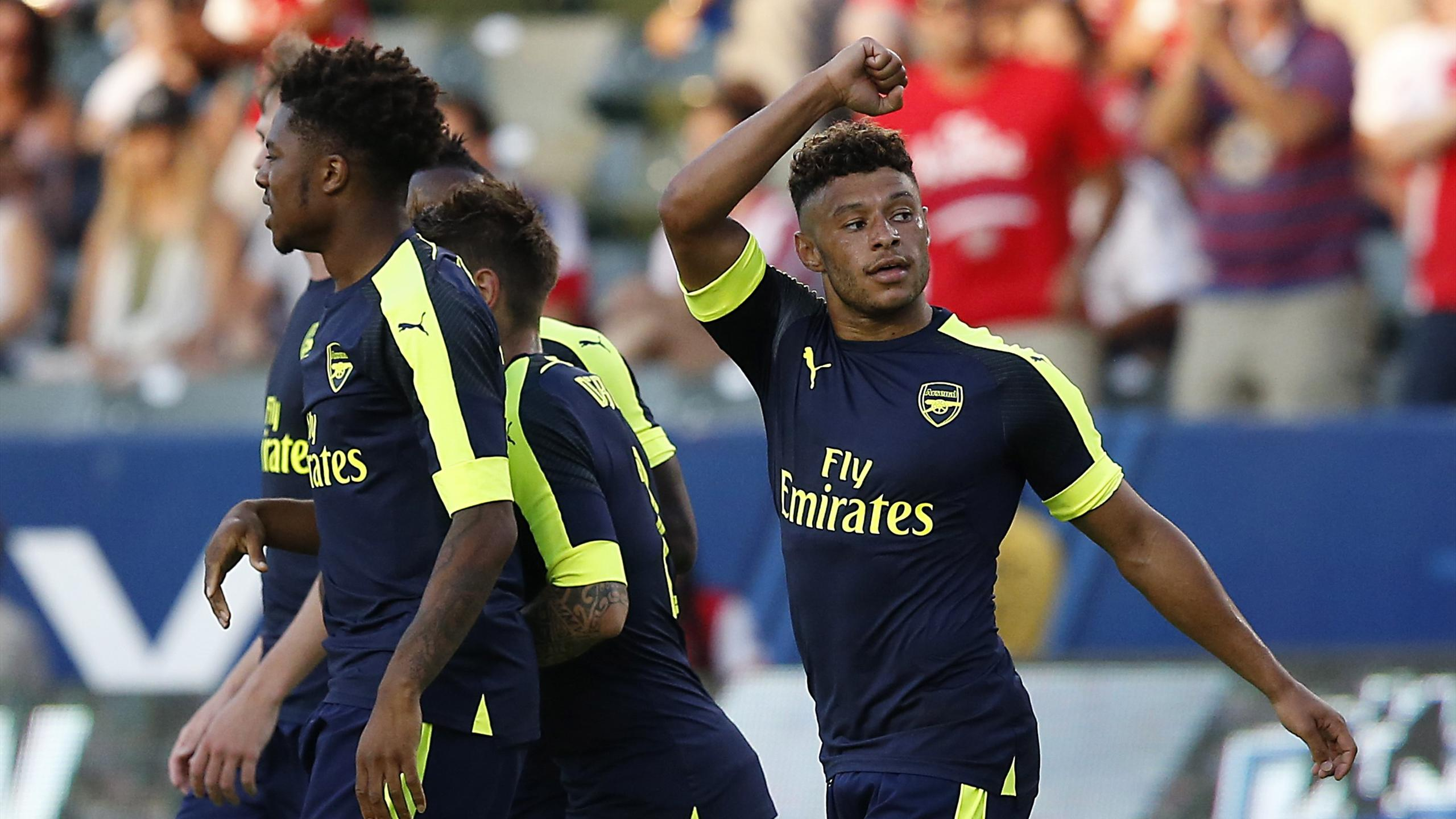 Arsenal's Alex Oxlade-Chamberlain (R) celebrates after scoring their second goal