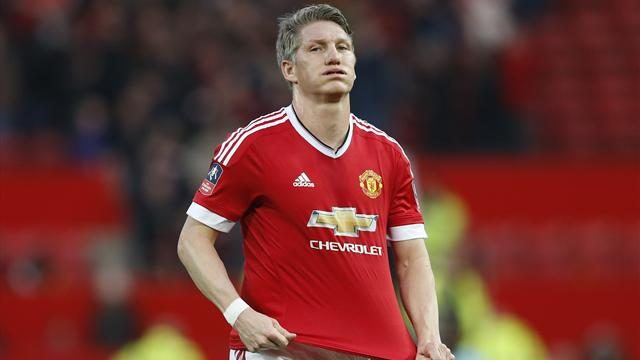 Mourinho gives Schweinsteiger Manchester United warning