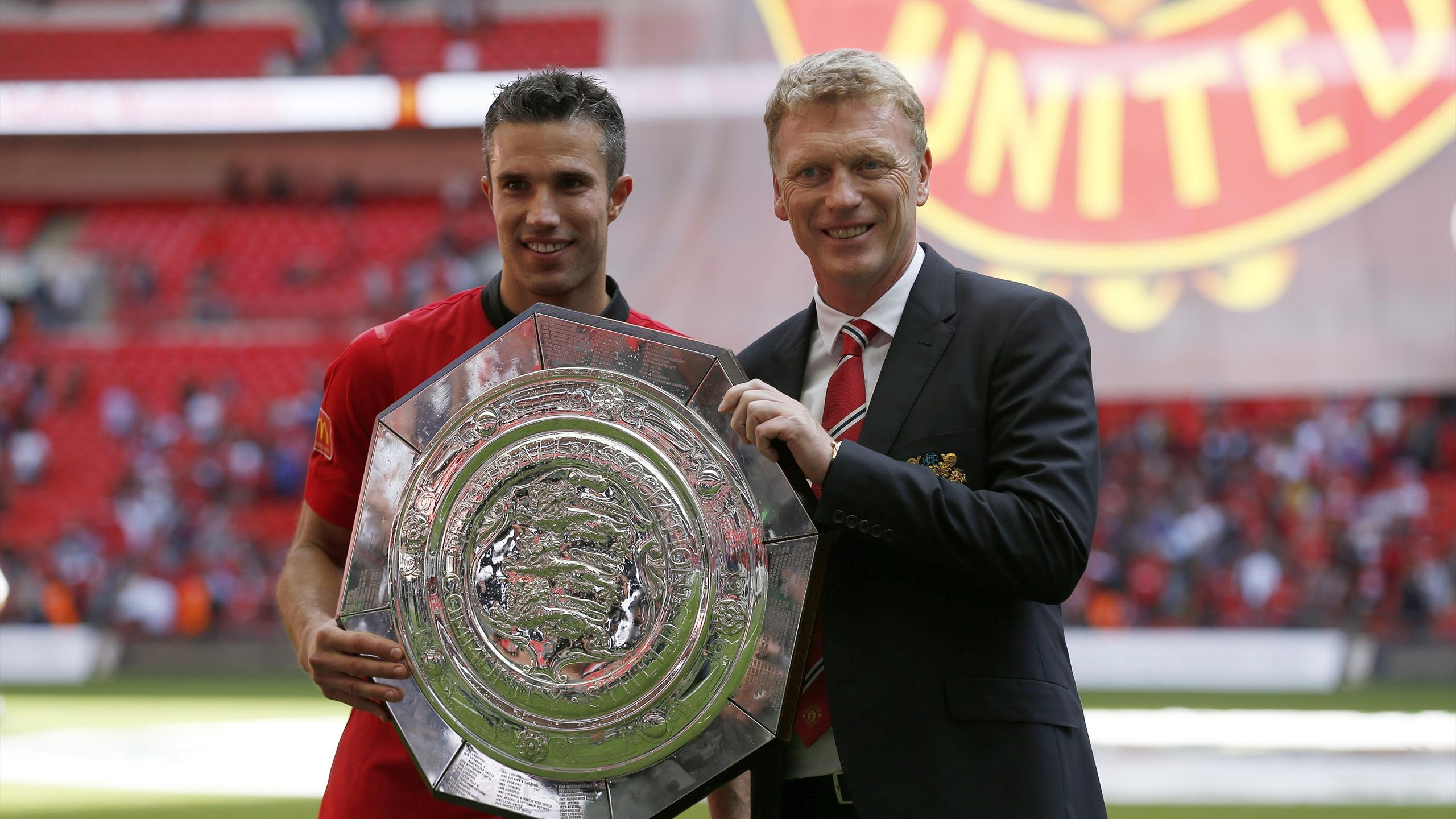 Manchester United's Manager David Moyes holds the trophy with goal scorer Robin van persie