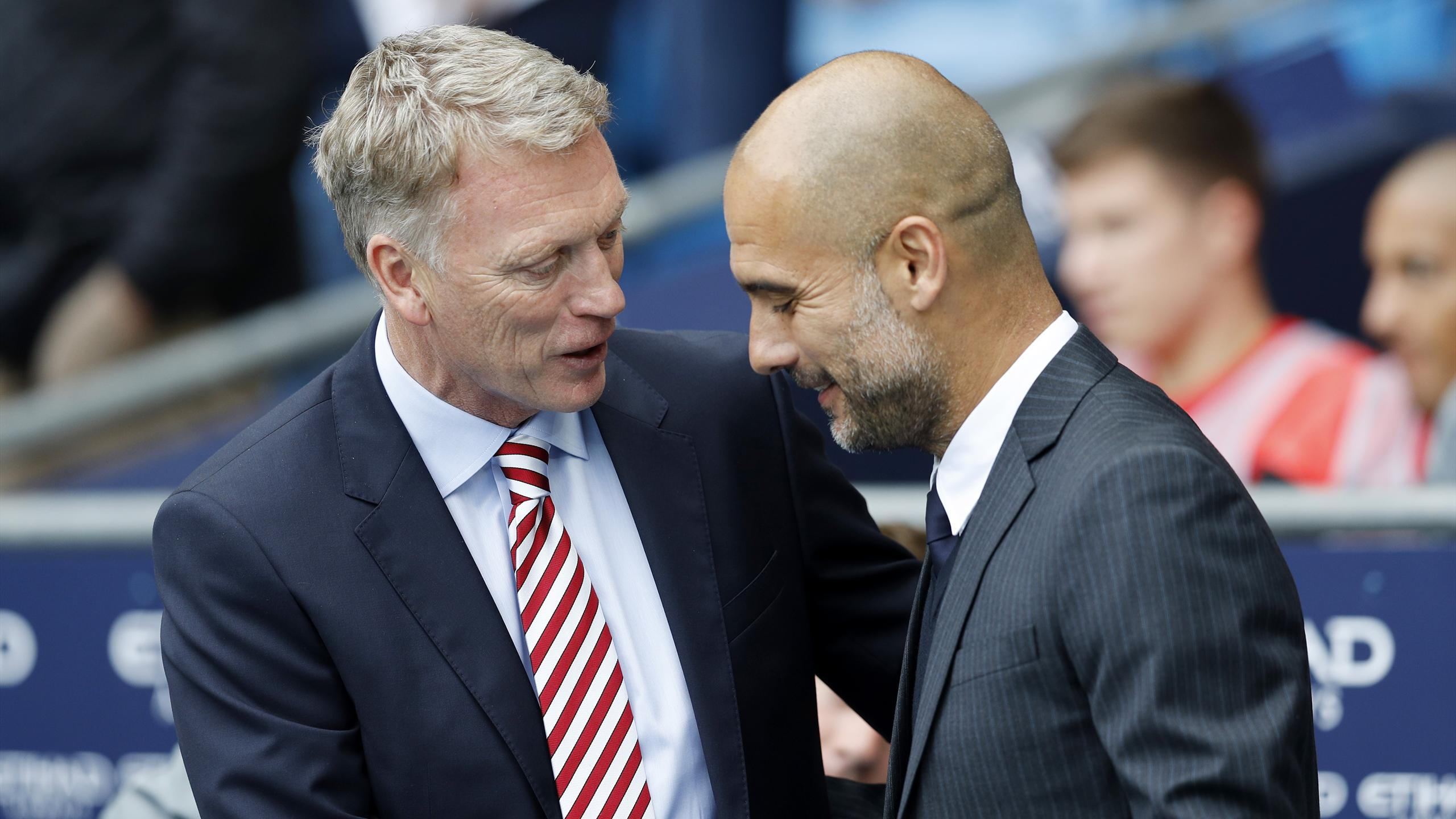 Sunderland manager David Moyes and Manchester City manager Pep Guardiola shakes hands before the game