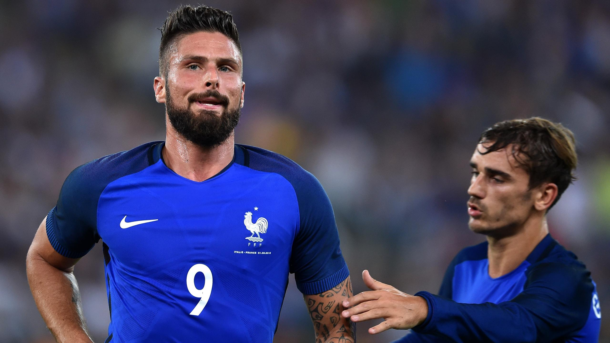 Olivier Giroud celebrates with Antoine Griezmann