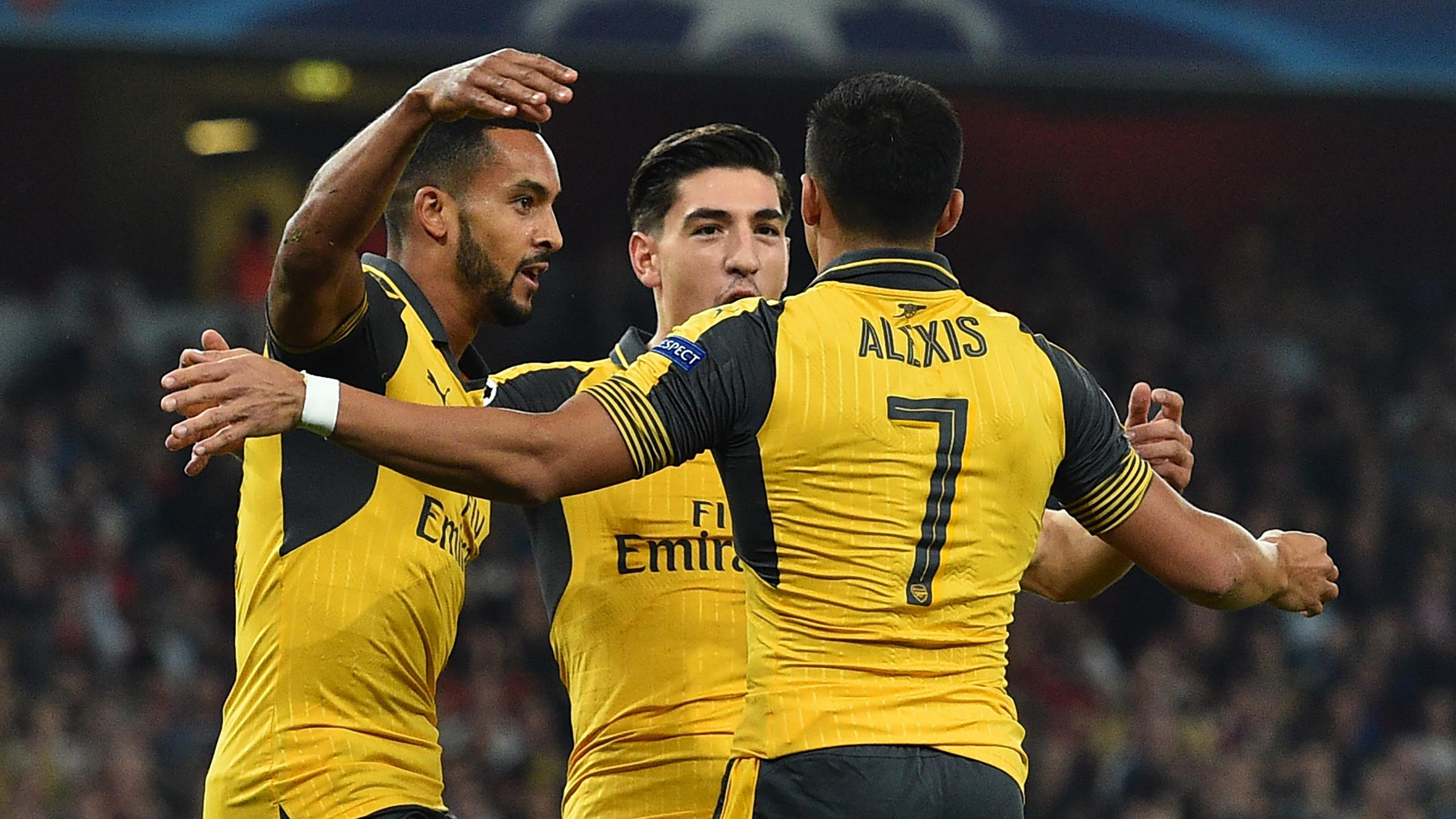 Arsenal's English midfielder Theo Walcott (L) celebrates with Arsenal's Chilean striker Alexis Sanchez (R) and Arsenal's Spanish defender Hector Bellerin