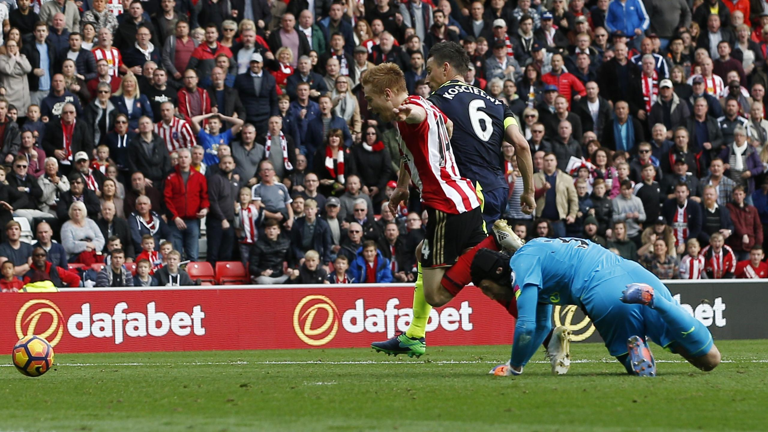 Arsenal's Petr Cech takes out Duncan Watmore for a Sunderland penalty