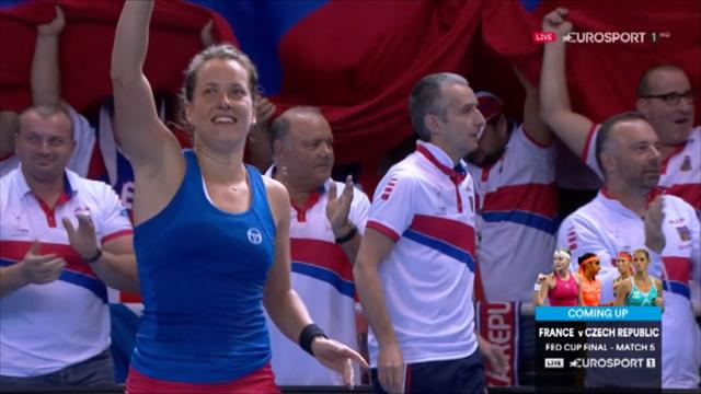 Strycova ends nerve-racking match to send final into decider