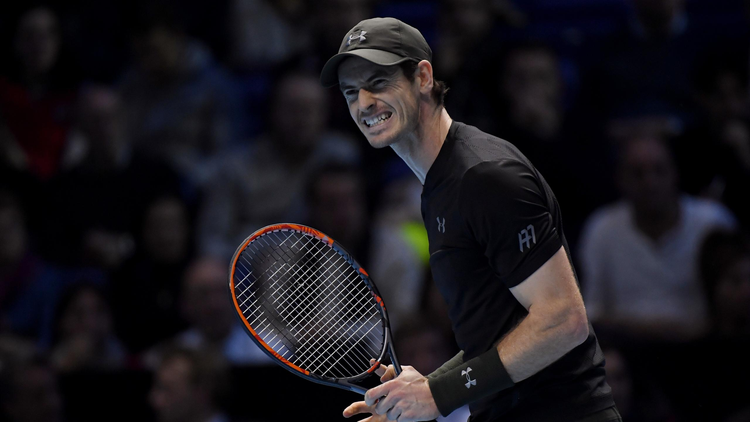 Andy Murray loses the first set to Milos Raonic at the World Tour Finals