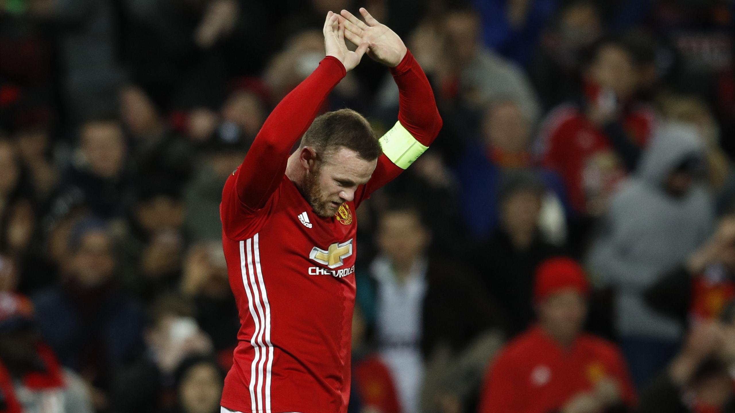 Manchester United's Wayne Rooney celebrates scoring their first goal