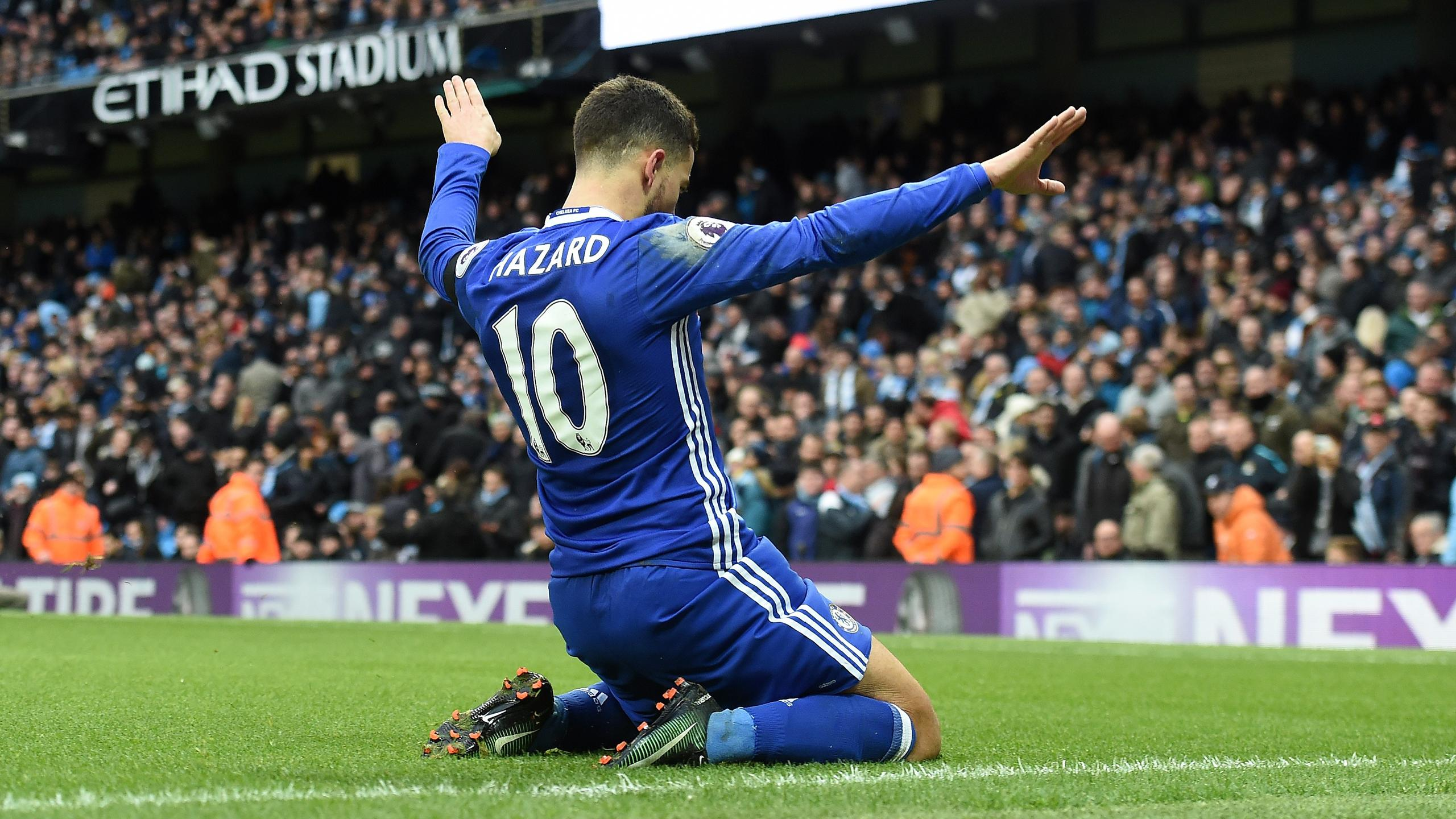 Chelsea's Belgian midfielder Eden Hazard celebrates scoring his team's third goal during the English Premier League football match between Manchester City and Chelsea at the Etihad Stadium in Manchester, north west England, on December 3, 2016