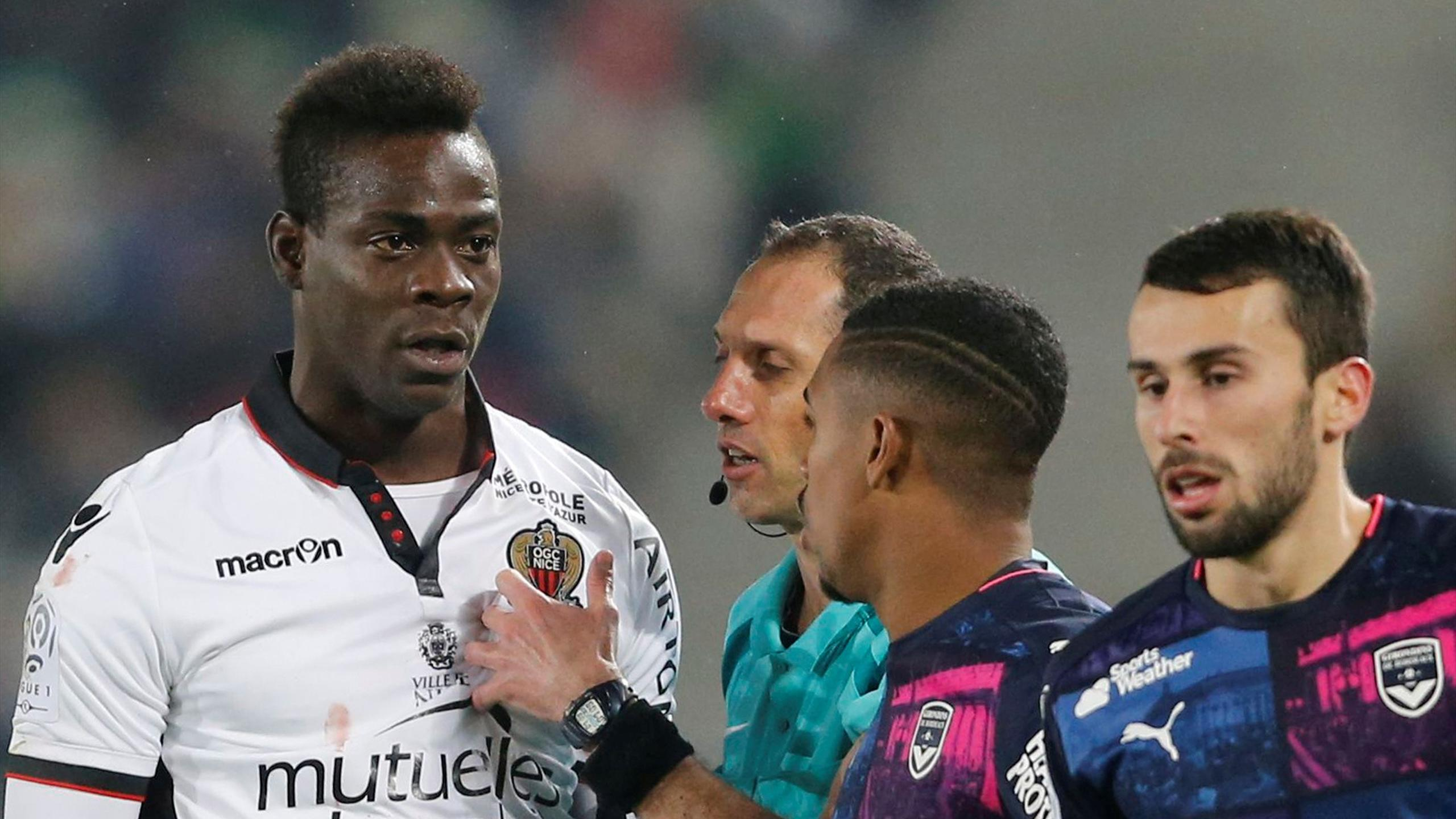 Mario Balotelli of Nice reacts during his match against Bordeaux