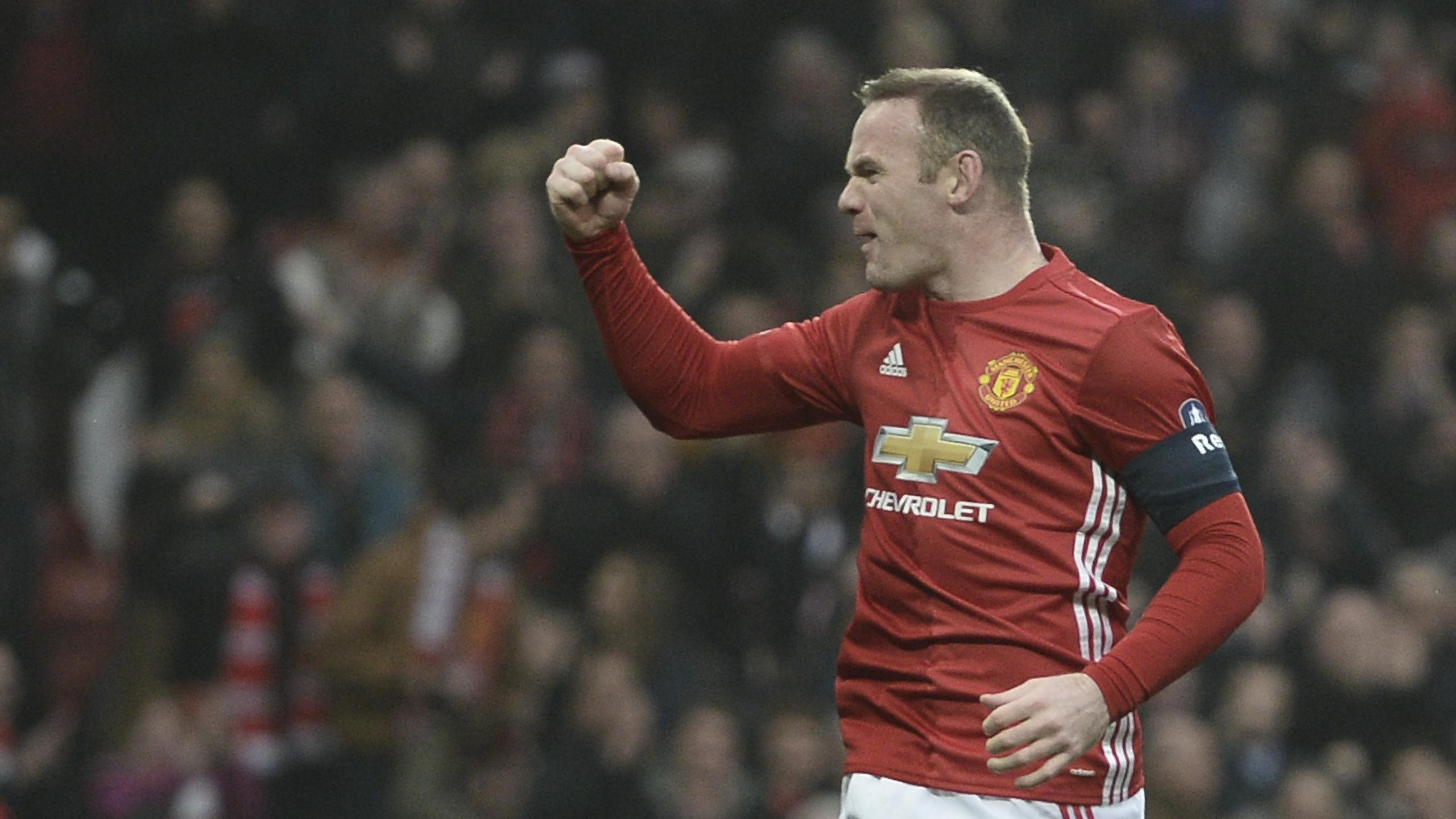 Manchester United's English striker Wayne Rooney celebrates scoring the opening goal