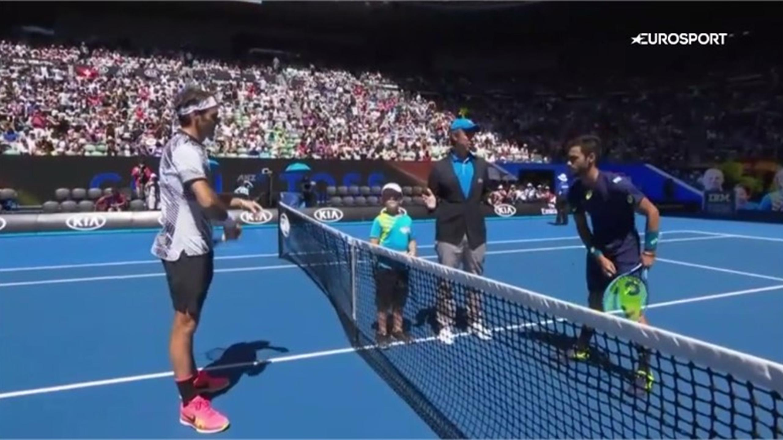 Umpire gets ball boy to 'choose favourite player' before Roger Federer match