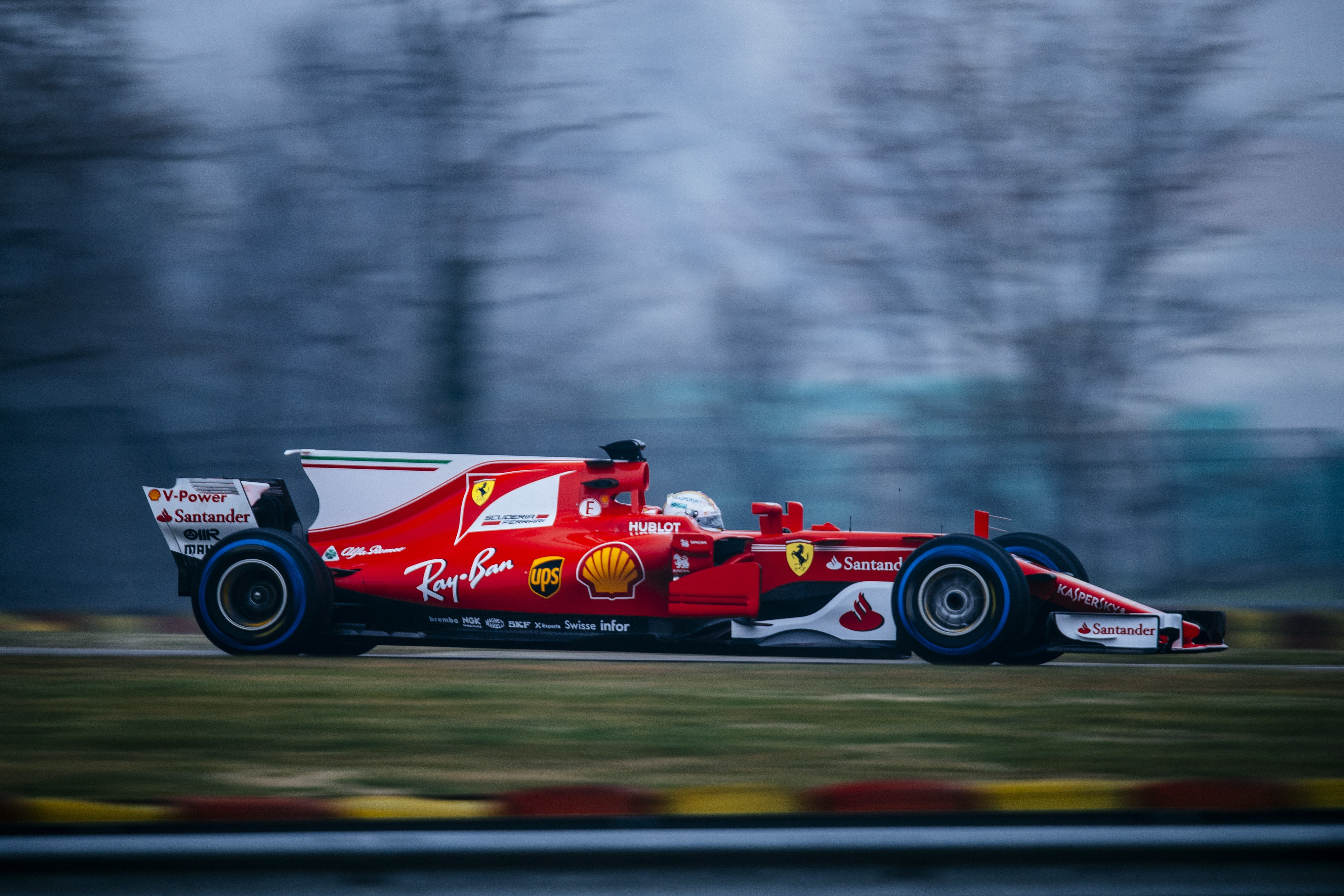 sebastian vettel trouve la ferrari sf70h immense et rapide saison 2017 formule 1 eurosport. Black Bedroom Furniture Sets. Home Design Ideas