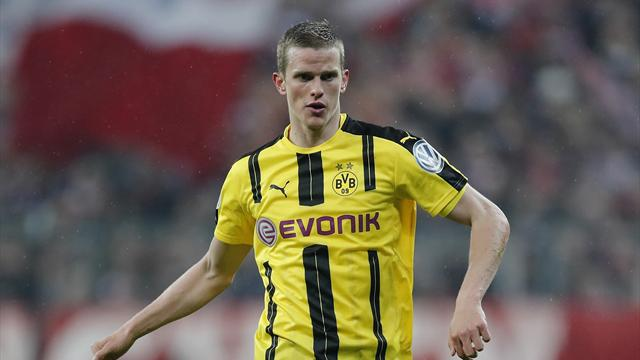 Dortmund's Sven Bender to join twin brother at Leverkusen