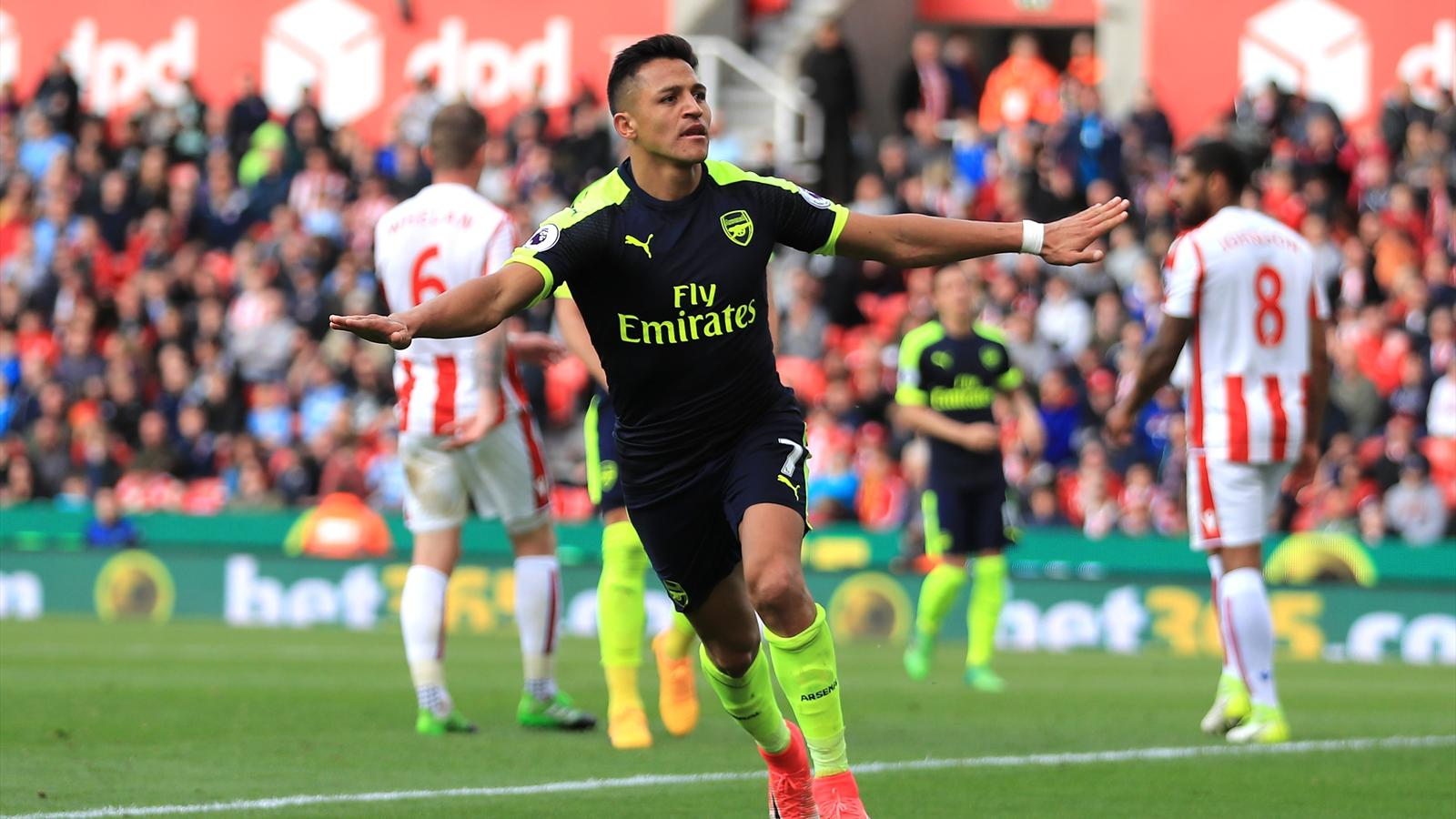 Ryan Giggs: Alexis Sanchez would give Manchester United a ...