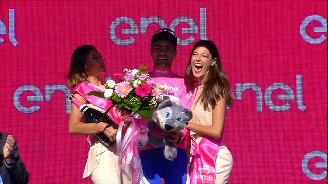 Whoops! Tom Dumoulin elbows podium girls in the face