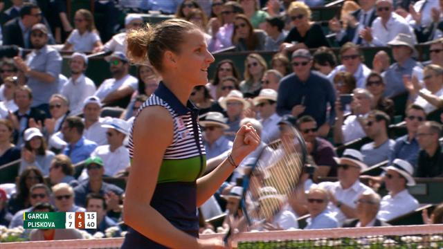 Halep pulls off great escape to join Pliskova in semis