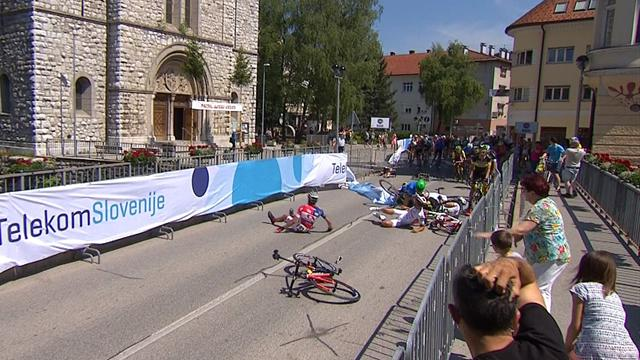 Tour of Slovenia: Sam Bennett claims Stage 1 after huge crash