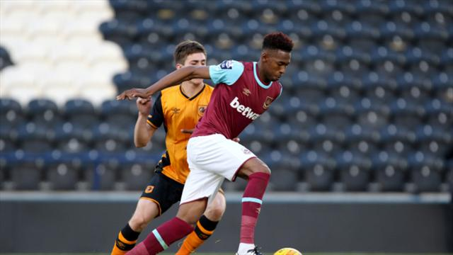 Gladbach signs English prospect Reece Oxford on loan deal