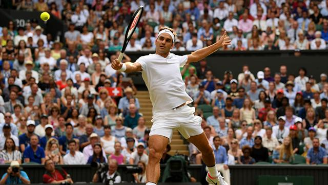 Federer cruises into third round