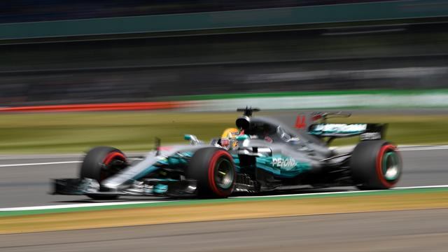 Hamilton fastest in rain-hit final free practice