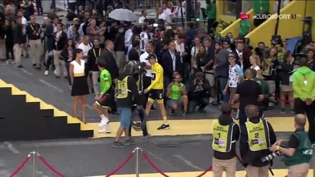 Chris Froome mounts podium for anthem