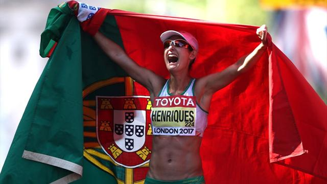 Henriques breaks own world record to win women's 50km title