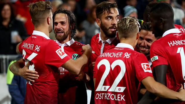 Hannover top the Bundesliga after easy win over Hamburg